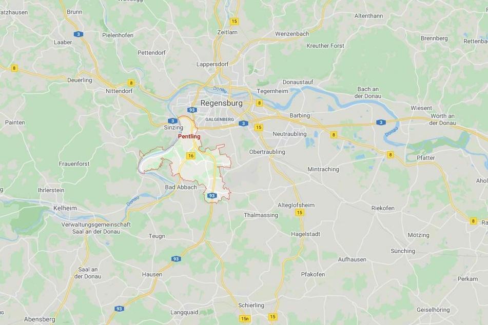 Mit mehreren Waffen und Drogen im Auto hat der Zoll einen Mann auf dem Rastplatz Pentling im Landkreis Regensburg erwischt.