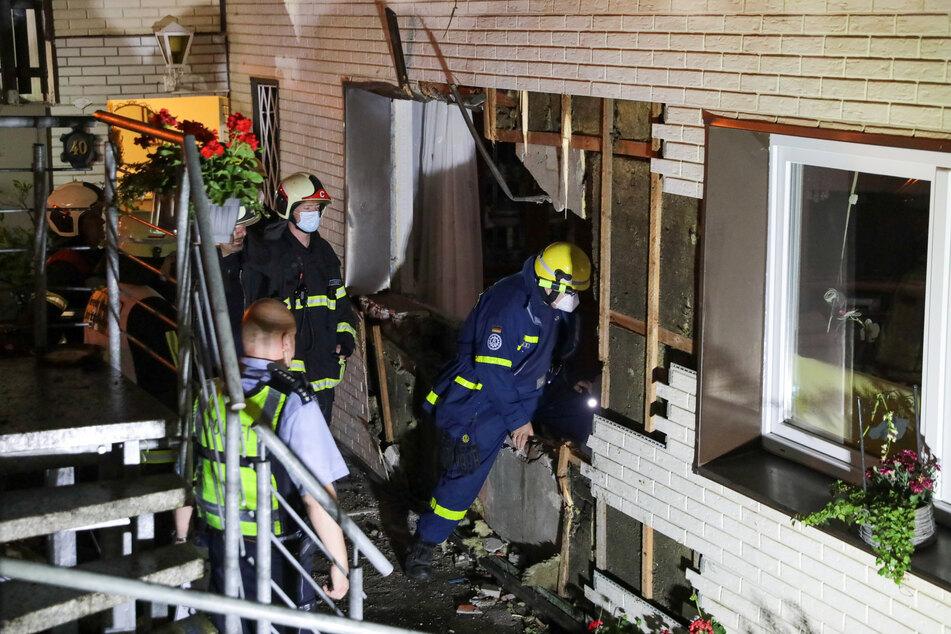 Ein Loch klafft in der Wand des Einfamilienhauses. Wie hoch der entstandene Sachschaden ausfällt, ist nicht bekannt.