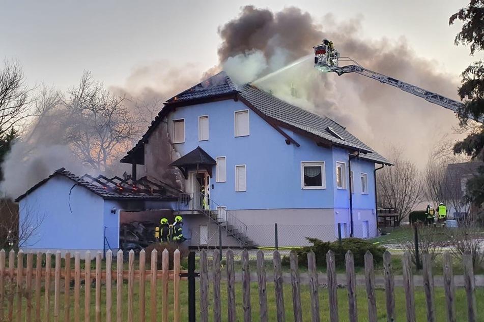 Mehrere Feuerwehren waren mit den Löscharbeiten beschäftigt.