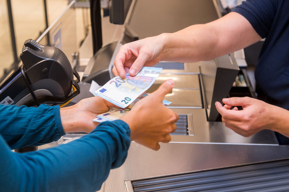 Berater: Corona-Krise ändert Zahlverhalten, Bargeld verliert