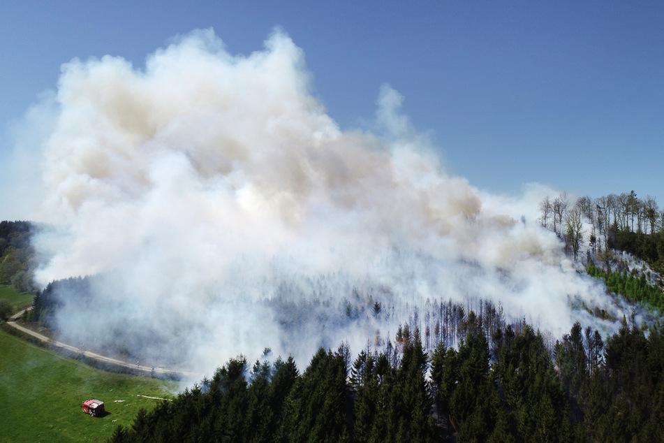 Waldbrand in Gummersbach: 200 Feuerwehrleute im Einsatz