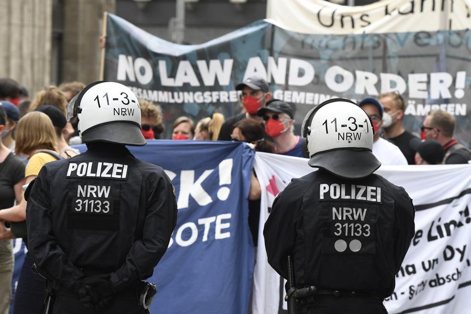 """Das Bündnis """"VersammlungsgesetzNRW stoppen! Grundrechte erhalten"""" hatte zu der Demo in Düsseldorf aufgerufen."""
