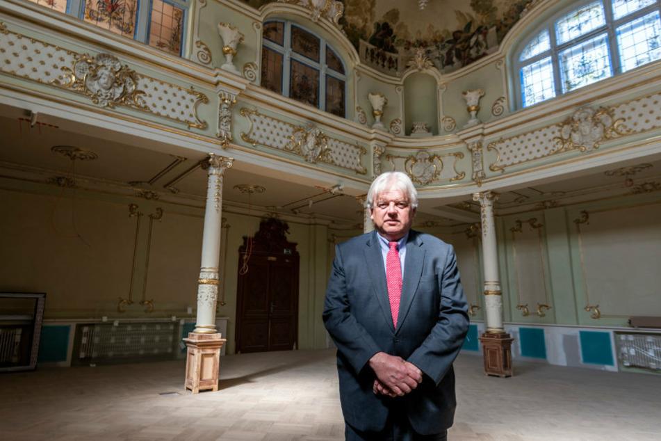Bürgermeister Dieter Greysinger (54, SPD) ist stolz auf das neue Schmuckstück von Hainichen.