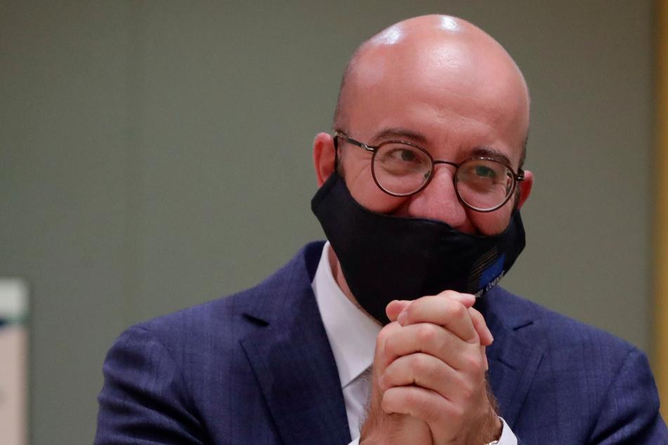 Charles Michel (44) gestikuliert während eines Rundtischgesprächs beim EU-Gipfel.