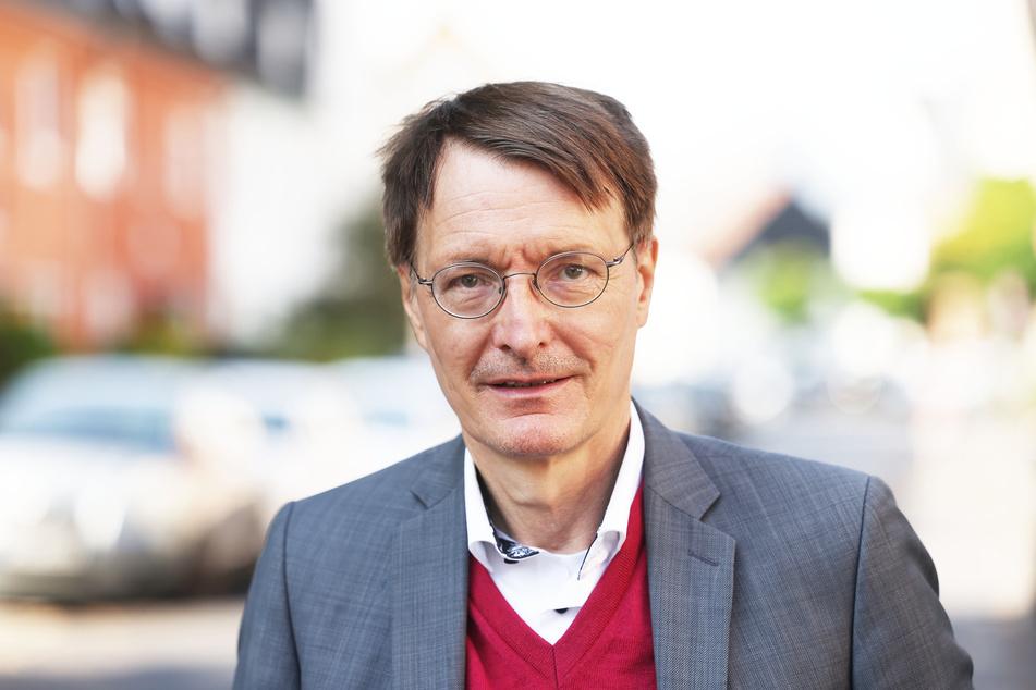Karl Lauterbach (58) ist der Meinung, dass Olaf Scholz (63) sich beim Rennen ums Kanzleramt durchsetzen kann.