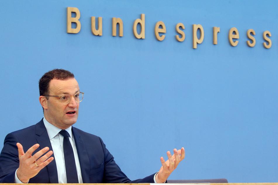 Jens Spahn (41,CDU) wünscht sich bei den Corona-Regeln für Veranstaltung mehr Einheitlichkeit in Deutschland.