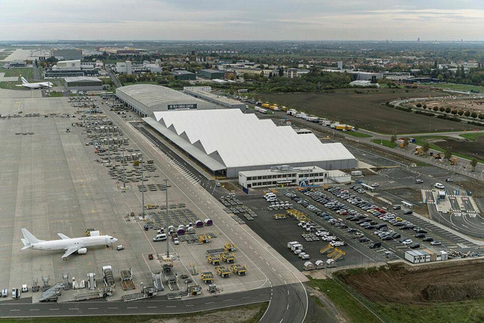 Hallen des neuen Amazon-Luftfrachtzentrums am Leipziger Flughafen: Hier werden Pakete sortiert, Lkws sowie Flugzeuge be- und entladen.