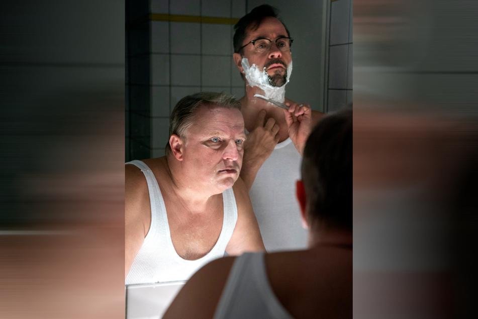 Ist noch gut, kann man noch gucken. Boerne (Jan Josef Liefers, rechts) und Thiel (Axel Prahl) ermitteln in: Tatort: Spieglein, Spieglein.