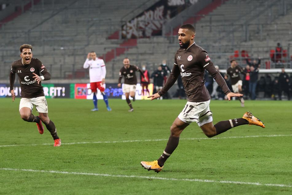 Daniel-Kofi Kyereh (r.) feiert seinen Siegtreffer im Derby gegen den Hamburger SV.