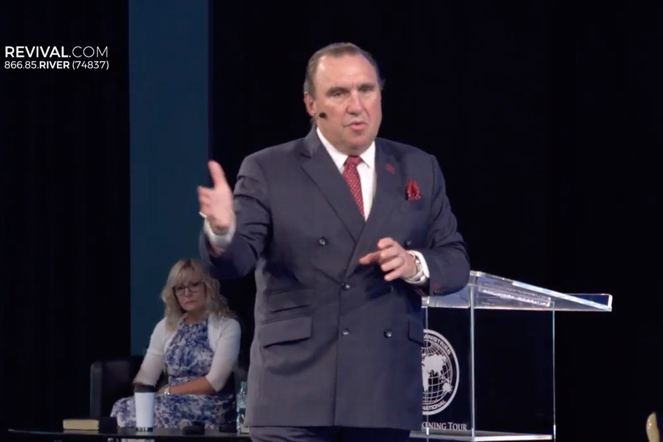 Pastor verhaftet: Trotz Coronapandemie predigte er vor 1000 Menschen
