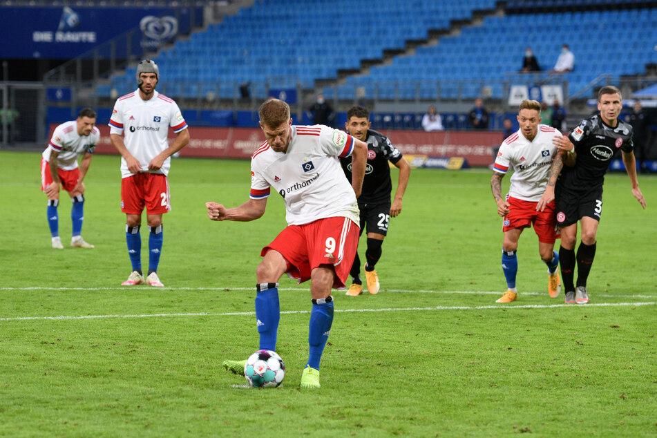 Simon Terodde traf per Foulelfmeter zum 1:0 für den HSV.