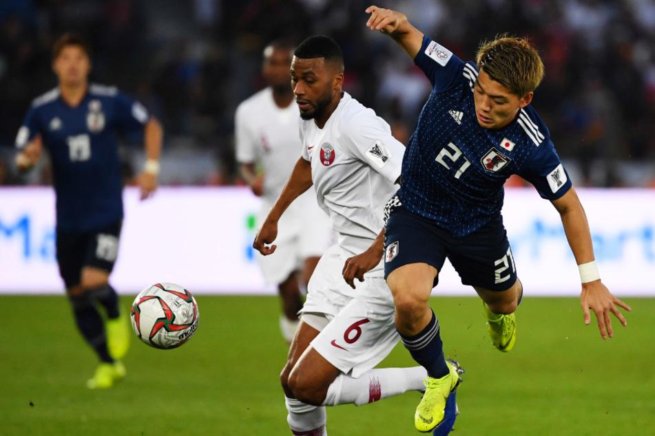 Der 18-fache japanische Nationalspieler Ritsu Doan (r.) kam auf Leihbasis von der PSV Eindhoven und soll das Angriffsspiel des DSC mit seiner Dynamik beleben.