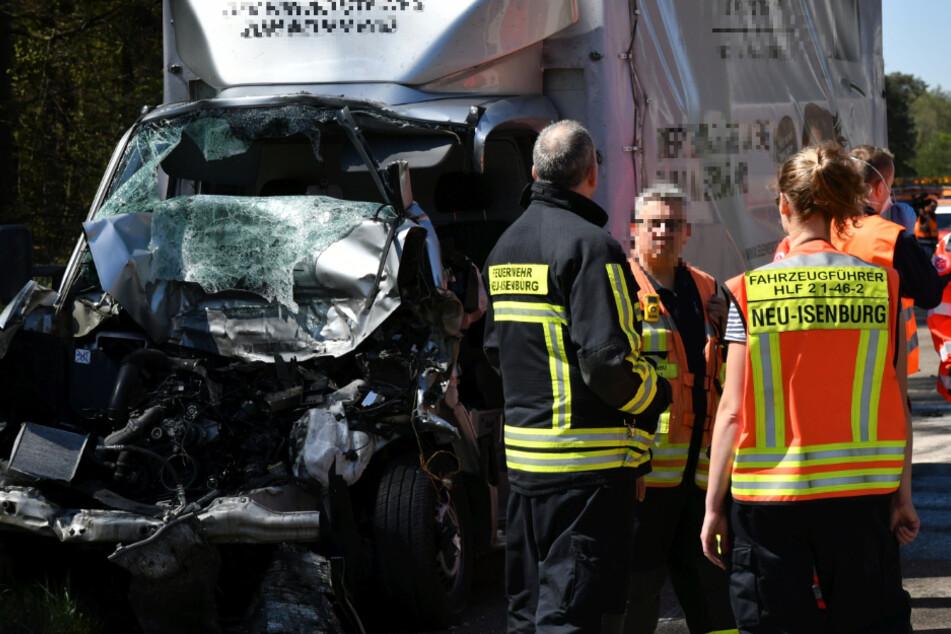Lkw-Unfall auf A3: Fahrer eingeklemmt, Retter erzürnt über mangelhafte Rettungsgasse