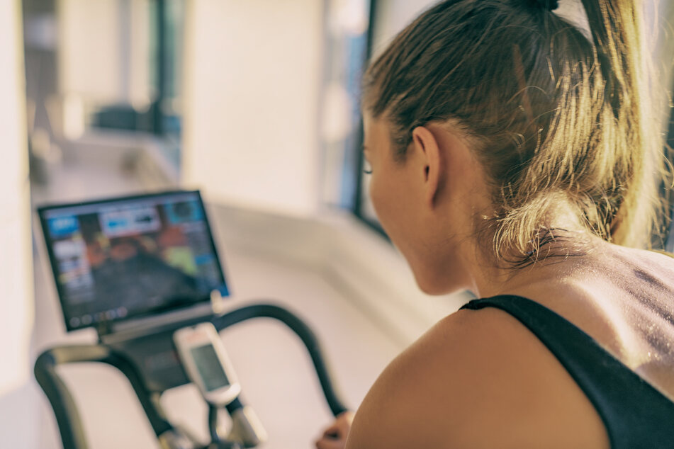 Gerade in Zeiten der Coronakrise haben sich viele Menschen vorgenommen, zu hause Sport zu treiben. (Symbolbild)