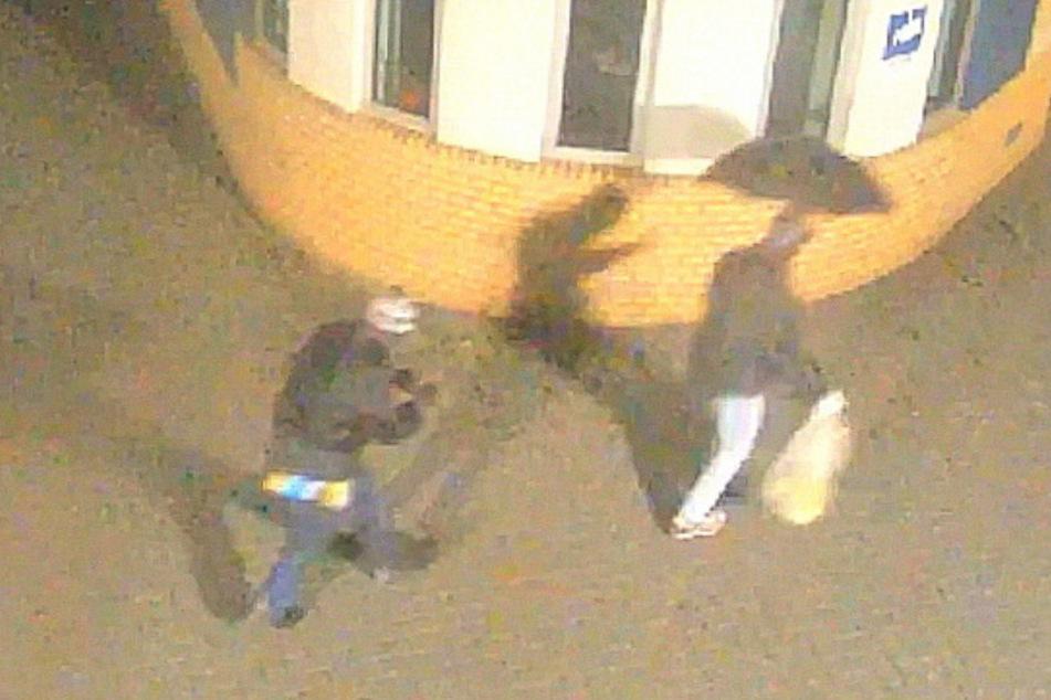 8000 Euro Belohnung! Polizei sucht Täter mit Bommelmütze