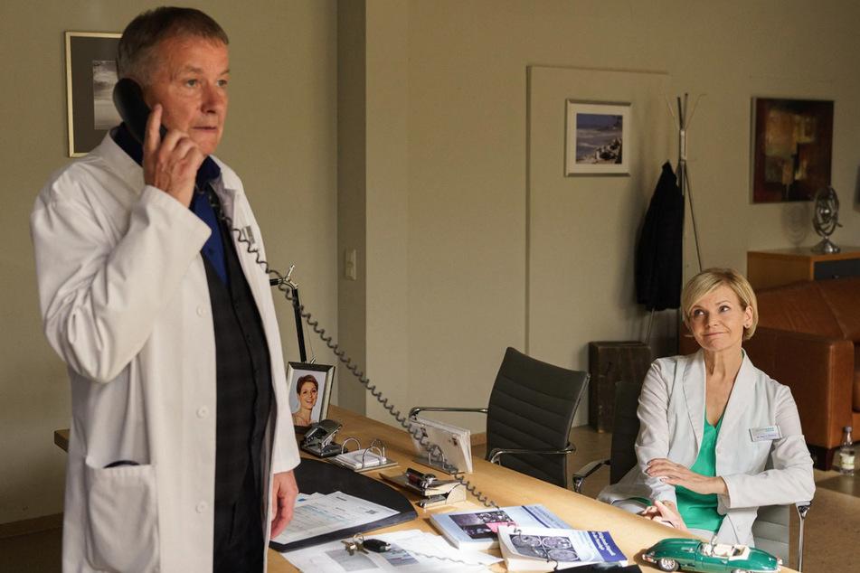 Bei Lisa geht es drunter und drüber. Katja muss Roland beruhigen - er scheint sichtlich aufgeregt zu sein.