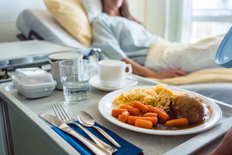 Das Essen in Krankenhäusern hat sich in den ergangenen Jahren teilweise kaum verändert. (Symbolbild)