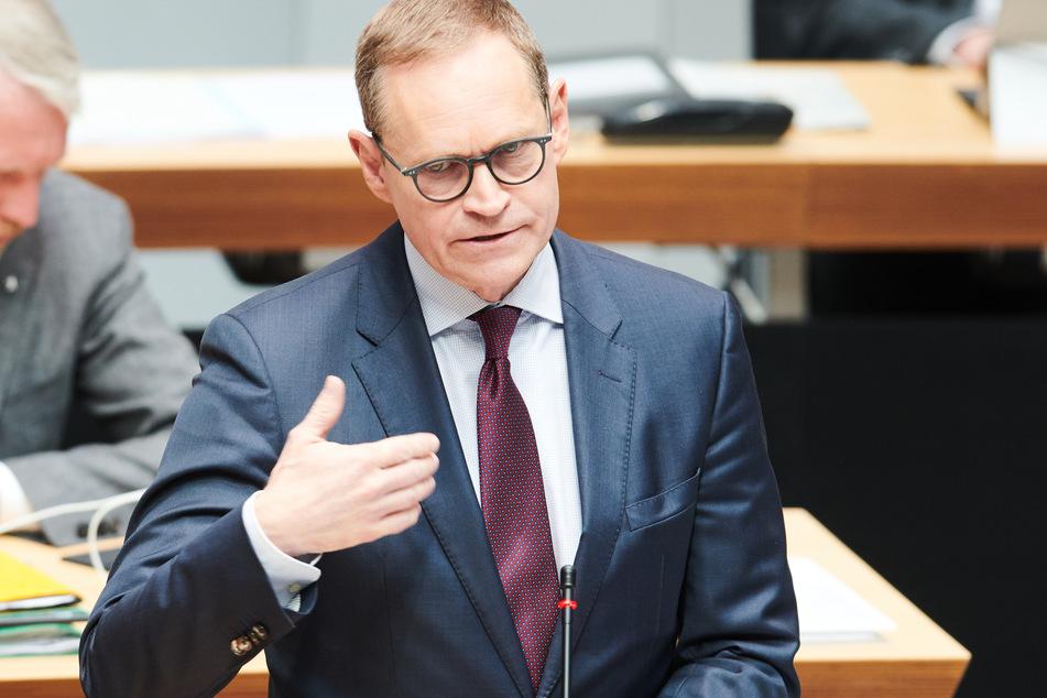 Berlins Regierender Bürgermeister Michael Müller (56, SPD) kündigt Konsequenzen für Union Berlin an.