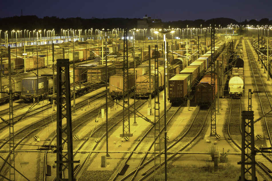 Ein 43-Jähriger hat sich auf einen Güterbahnhof verlaufen. (Symbolbild)