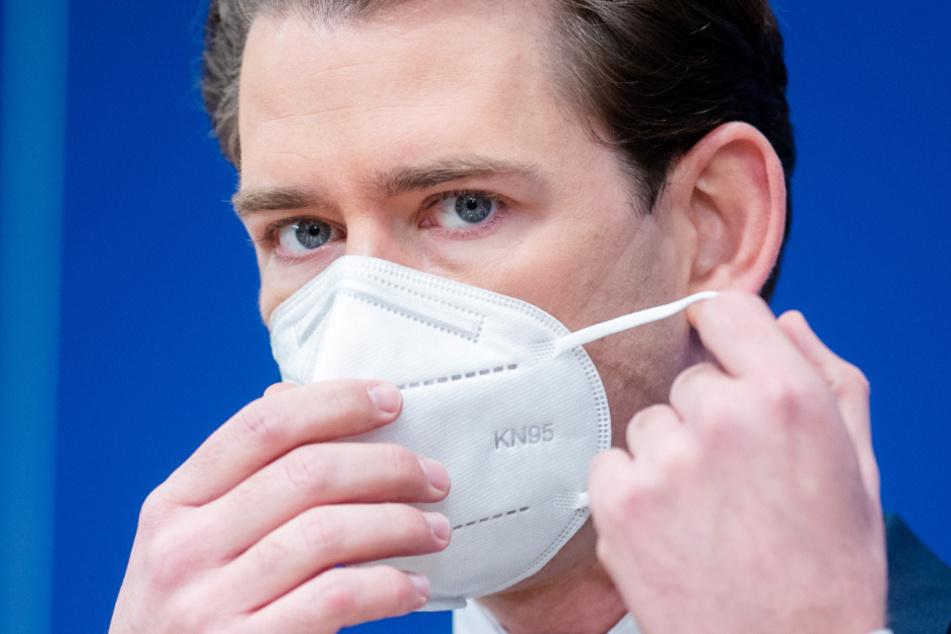 Sebastian Kurz (ÖVP), Bundeskanzler von Österreich, nimmt nach den ersten Corona-Impfungen an einer Pressekonferenz teil.