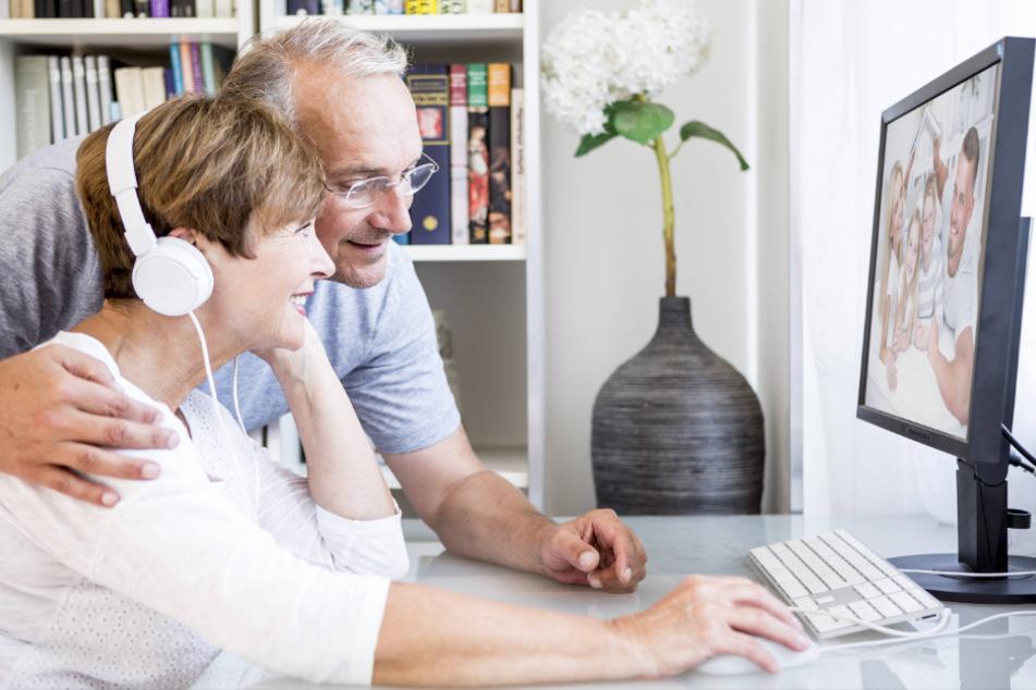 Beide Großeltern haben nach wie vor die Möglichkeit , sich um ihre Enkelkinder zu kümmern. Sonst bliebe nur der Kontakt übers Internet.