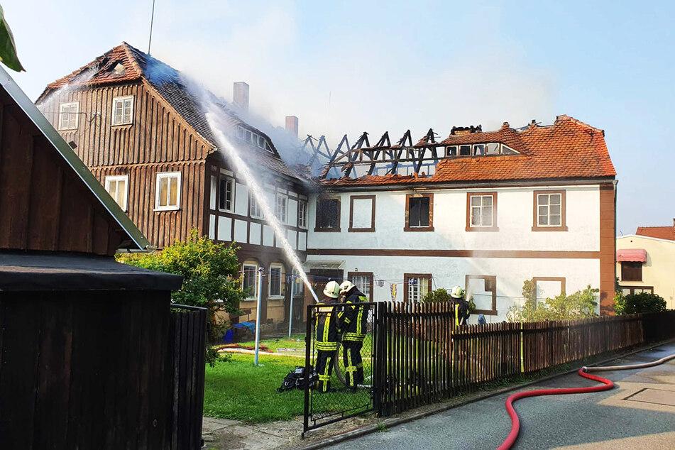 Sachsen: Feuer in Mehrfamilienhaus, Bewohnerin in Spezialklinik geflogen