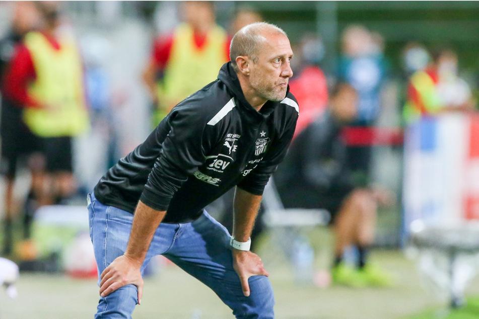 Trainer Joe Enochs konnte mit seinem Team erneut keinen Heimsieg bejubeln.