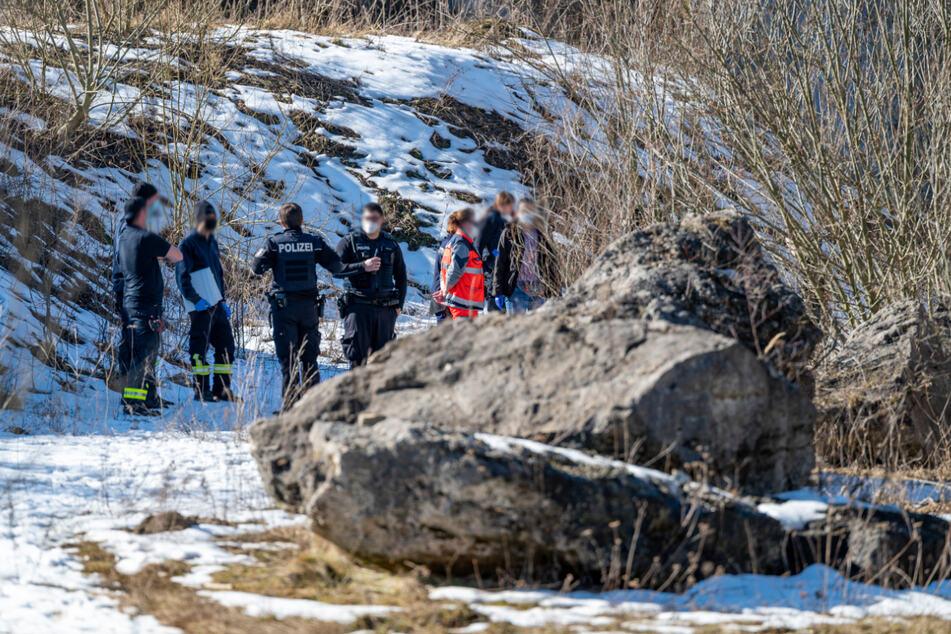 Spaziergänger entdeckt Leiche in Steinbruch! Kripo ermittelt