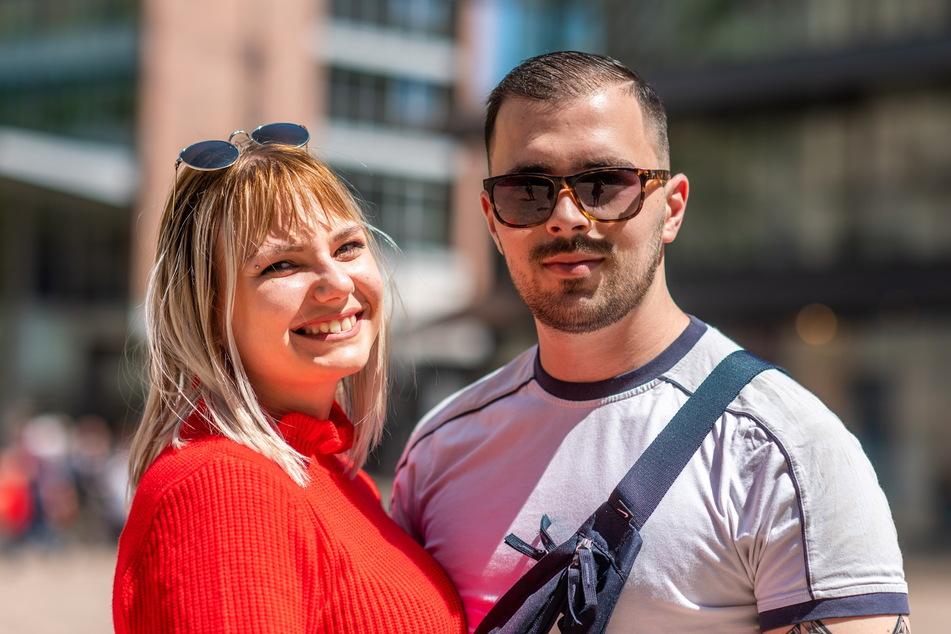 Amel Omerovic (24) und Danira Praso (25) wollen ihre Eltern in Bosnien besuchen.