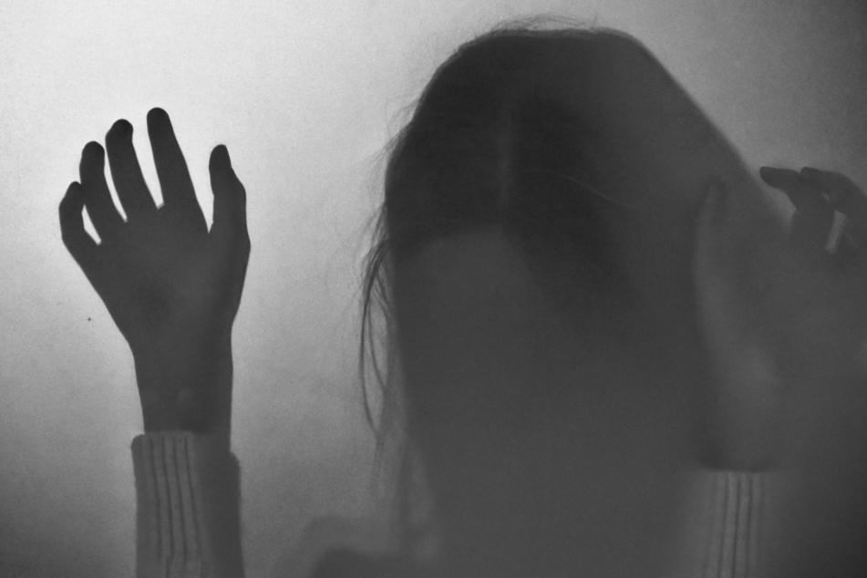 Vater tötet Tochter (†5) weil er glaubt, dass sie Hexerei begeht