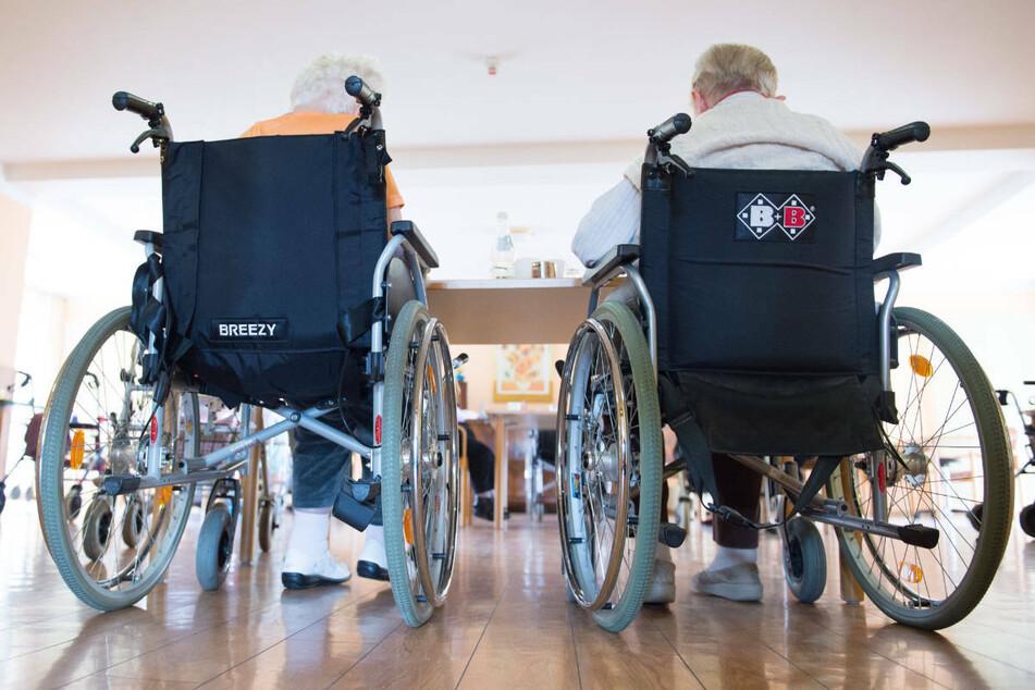 Wegen der 64 bestätigten Fälle stehe das Pflegeheim im Stadtteil Mainz-Kastel aktuell unter Quarantäne.