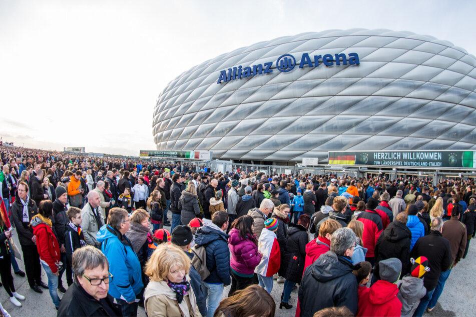 München bleibt Gastgeber der auf 2021 verschobenen Fußball-Europameisterschaft und richtet wie geplant insgesamt vier Spiele aus.