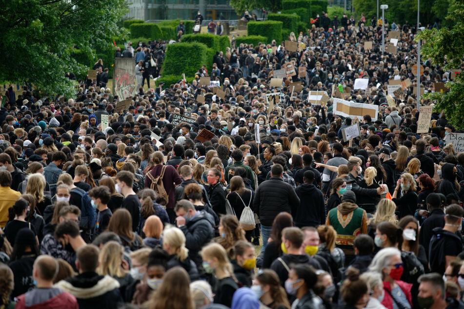 Polizei erwartet 5000 Menschen zu Anti-Rassismus-Demo in Düsseldorf
