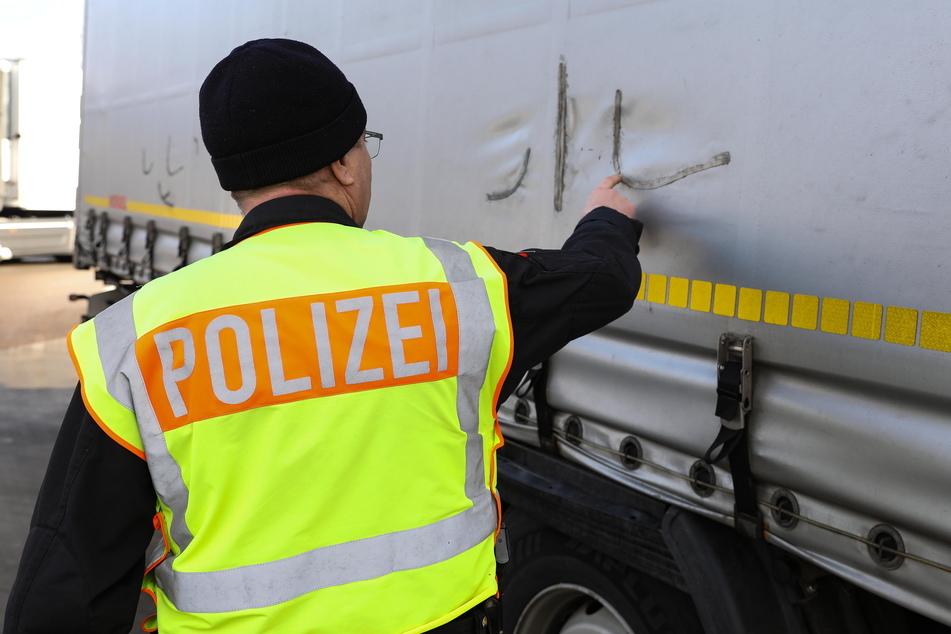 Planenschlitzer beschäftigen immer wieder die Polizei an Sachsens Autobahnen.
