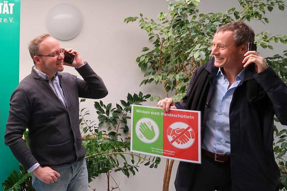 Andreas Wolf-Kather (l.) von der Volkssolidarität Chemnitz und Prof. Dr. Georg Jahn von der TU Chemnitz suchen ehrenamtliche Telefonpaten.