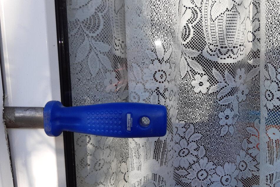 In einem Fenster steckte noch immer ein Schraubenzieher.