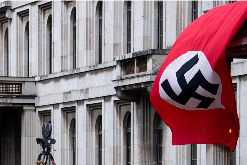 Hakenkreuz-Flagge weht am Münchner Königsplatz: Was hat es damit auf sich?
