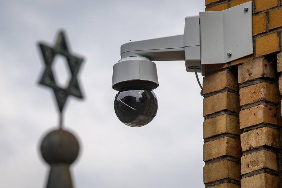 Hakenkreuze vor Jüdischer Gemeinde in Halle: Polizei nimmt Verdächtigen fest