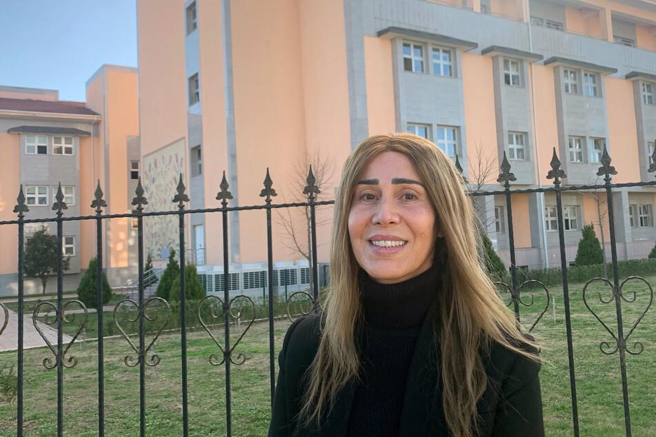 Hozan Canê (50) darf seit Oktober 2020 nicht aus dem Land ausreisen. Zwei Jahre war sie inhaftiert, nun hofft sie auf ein Ende des Prozesses.