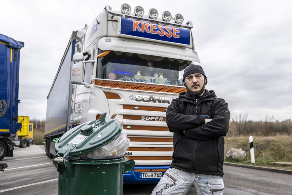 Fernfahrer Denny Hennig (31) und seine Kollegen sind sauer: Rastplätze sind vermüllt, Sanitäranlagen dreckig.