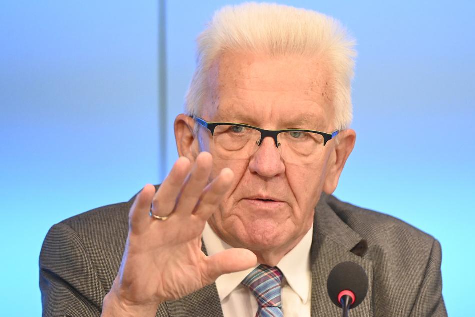 Langsamer Windkraft-Ausbau: Ministerpräsident Winfried Kretschmann (73, Grüne) weist die Schuld von sich.