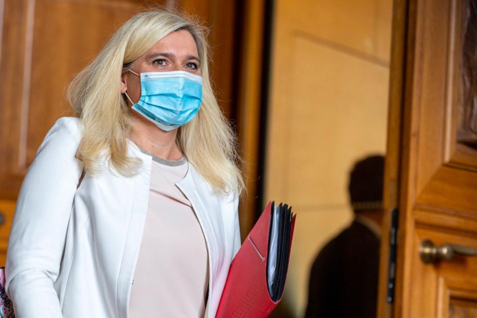 Melanie Huml (44, CSU), Staatsministerin für Gesundheit und Pflege, nimmt an einer Sondersitzung des Gesundheitsausschuss teil.