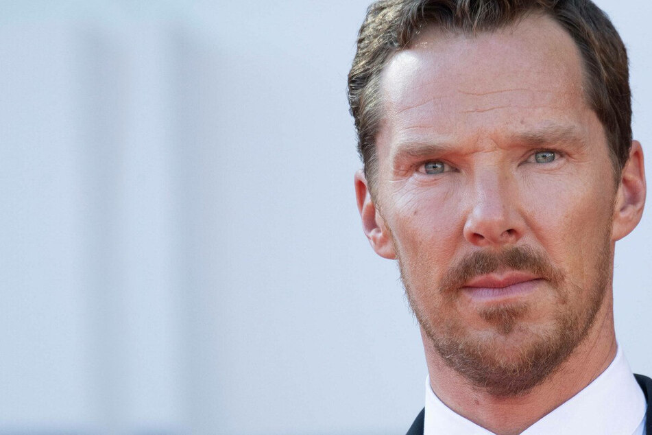 "Benedict Cumberbatch calls Scarlett Johansson's Disney lawsuit a ""bit of a mess"""