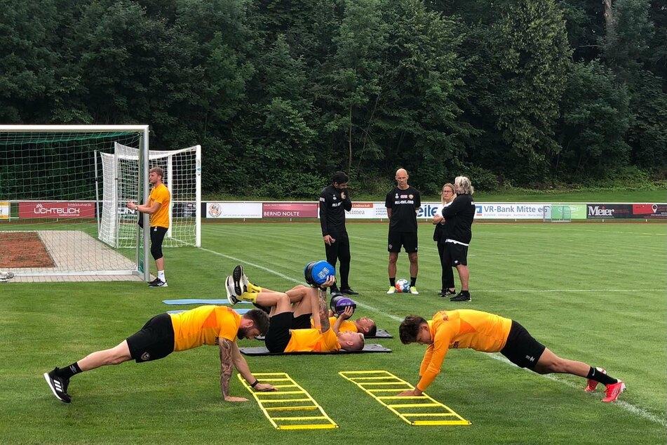 Bei der zweiten Trainings-Einheit des Tages sind bei Weitem nicht alle Schwarz-Gelben dabei: Neun Dynamos fehlen.
