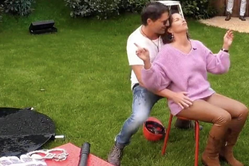 Claude (44) geht mit Claudia Obert auf Tuchfühlung.