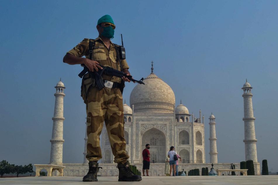 Bombendrohung! Taj Mahal geräumt, Suche nach Sprengsatz