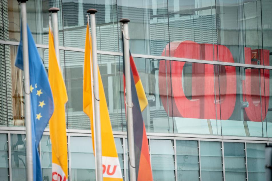 CDU-Spitze verschiebt Parteitag zur Vorsitzendenwahl ins nächste Jahr!