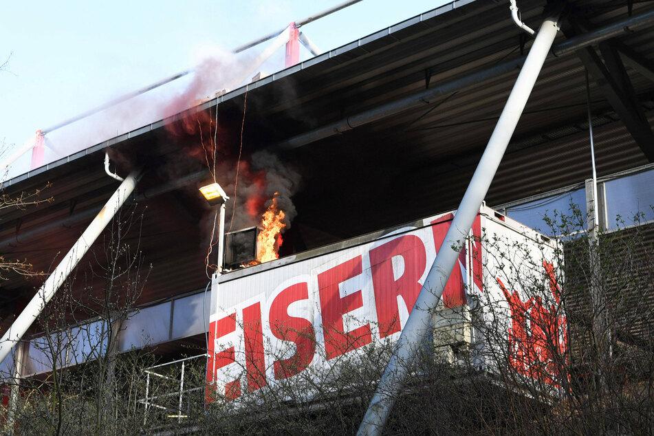 Das Feuerwerk war hinter der Heimtribüne auf der Waldseite gezündet worden.