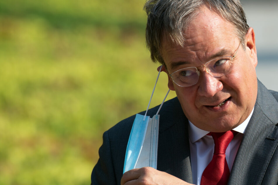 In Schulen: NRW-Ministerpräsident rechtfertigt Maskenpflicht