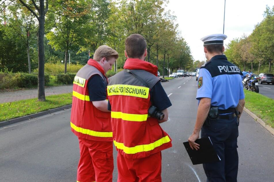 Polizei-Beamte bei einem Unfall in Dresden